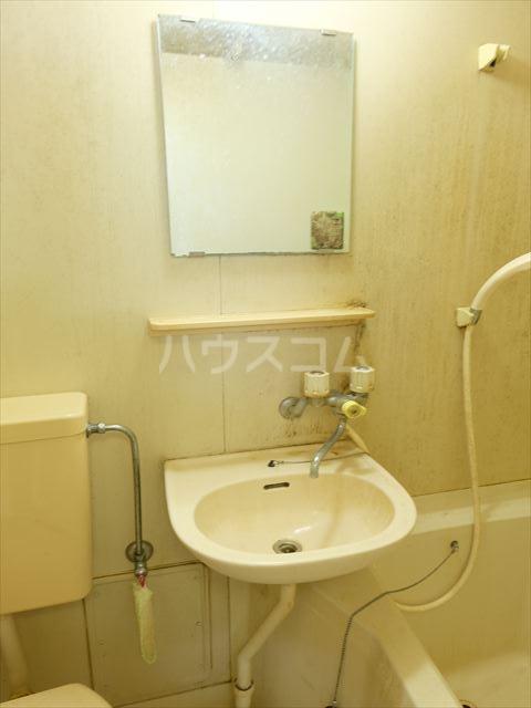 メゾンドココ 303号室の洗面所