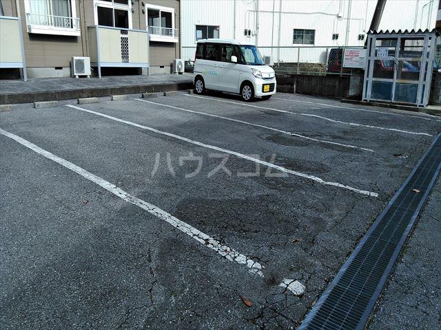 エルディム江曽島 01010号室の駐車場