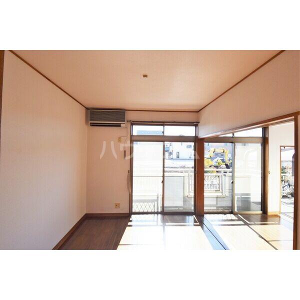 ガーデンハイツ竹内 101号室のリビング