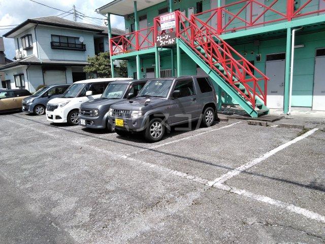 ストーンフィールド 202号室の駐車場