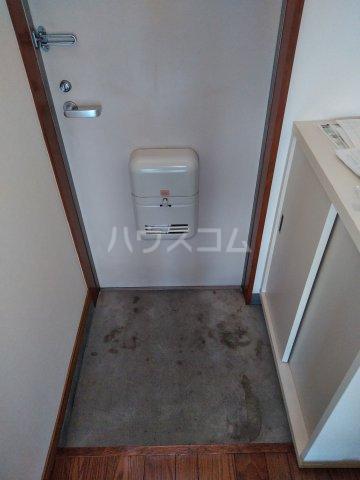 ストーンフィールド 202号室の玄関