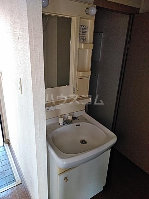 サンライフ東菓 202号室の洗面所