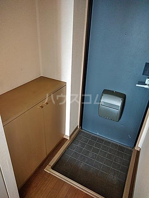 サンライフ東菓 202号室の玄関