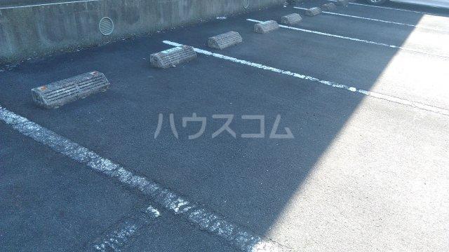 グランドールK Ⅱ 102号室の駐車場