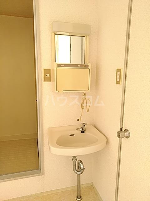 ハイグレード白馬 201号室の洗面所