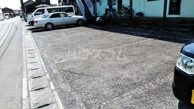 アイリス(神鳥谷4) 201号室の駐車場