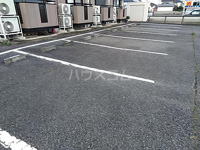 メゾンエトワール(神鳥谷5) 102号室の駐車場