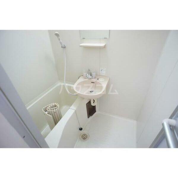 メゾン・フローラ 202号室の風呂