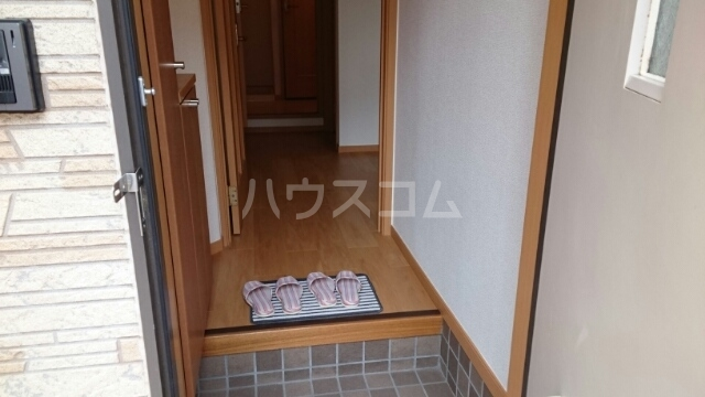 エレガンシアⅡ 01010号室の玄関