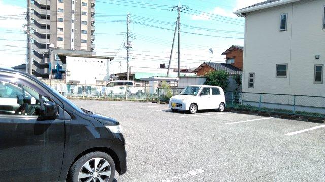 セントジョーンズ 201号室の駐車場