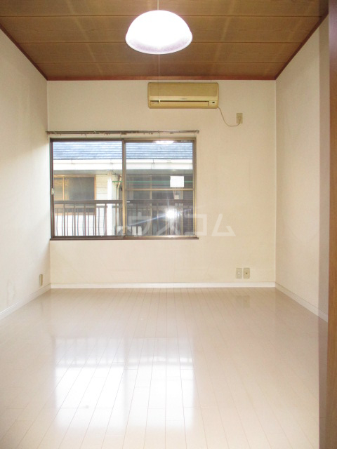 寿ハイツ 202号室の居室