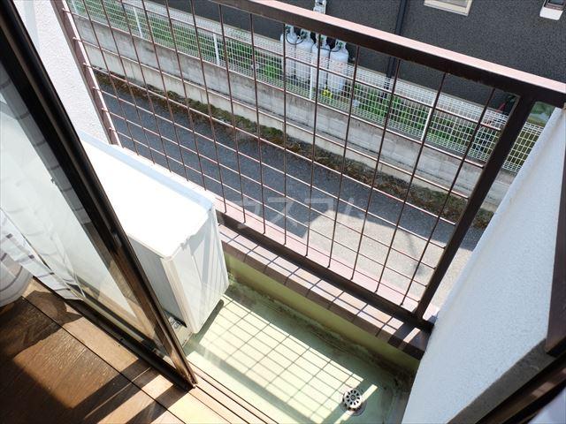 メゾン・ド・タミア 202号室のバルコニー