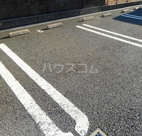 クレアール 02030号室の駐車場