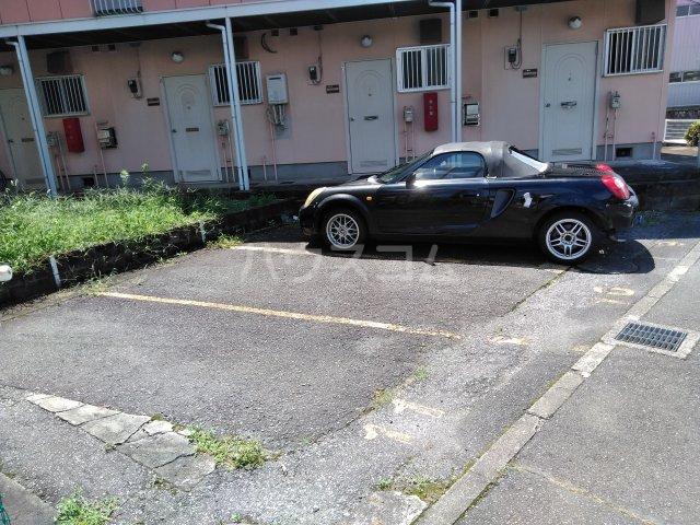 シュロス比呂美B 202号室の駐車場