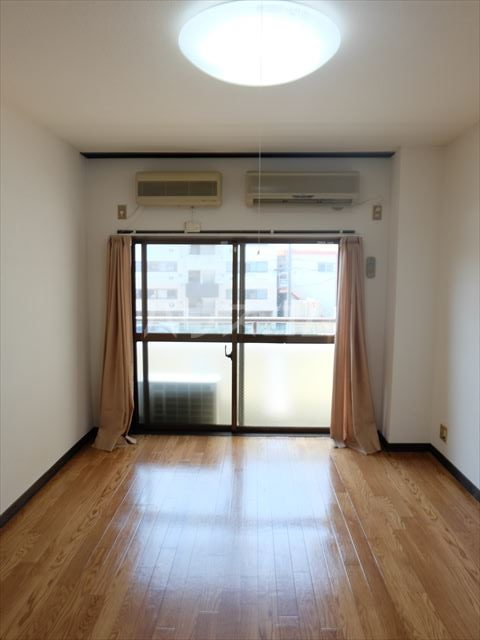 メゾン石原 201号室の居室