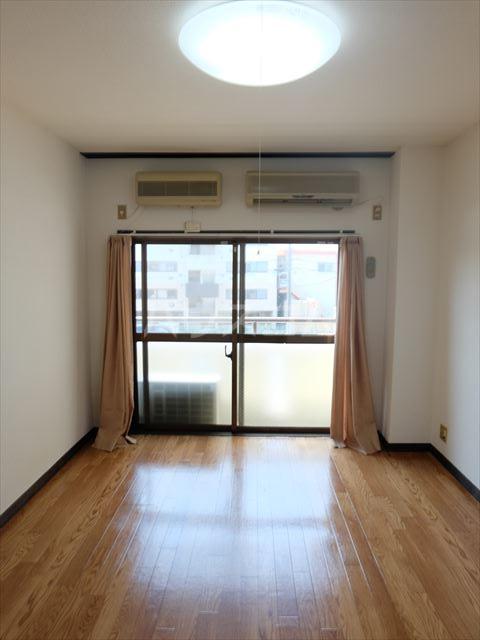 メゾン石原 202号室の居室
