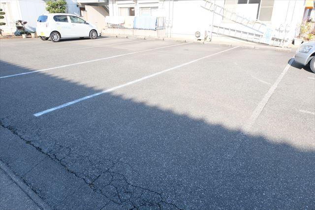 ハシモトハイツ 203号室の駐車場