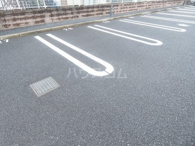 アルファードC 02030号室の駐車場