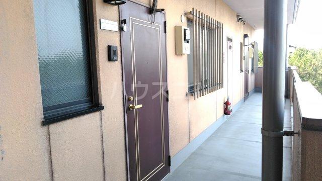 蔵の街マンション 202号室の玄関