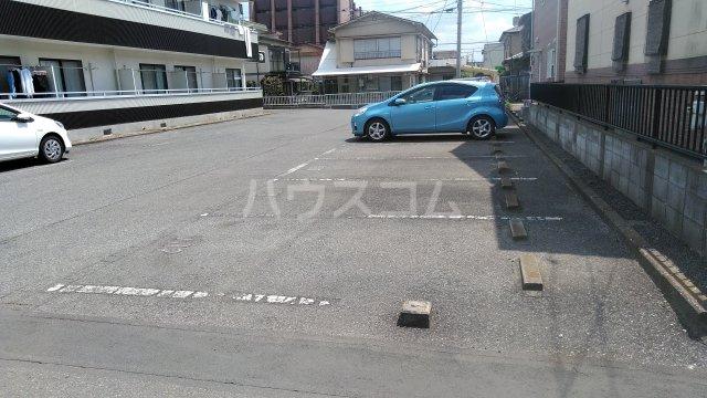 クレストタウン 202号室の駐車場