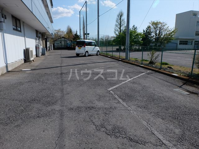 M-6 205号室の駐車場