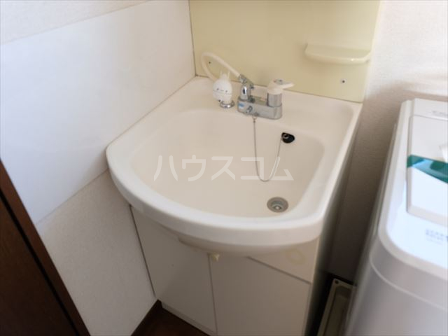 M-6 205号室の洗面所