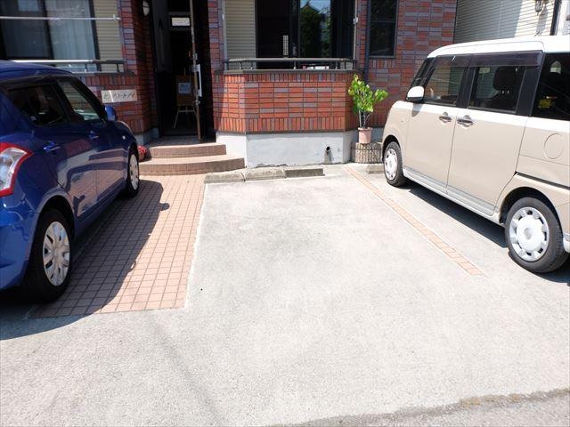 ピュアコートアイ 102号室の駐車場