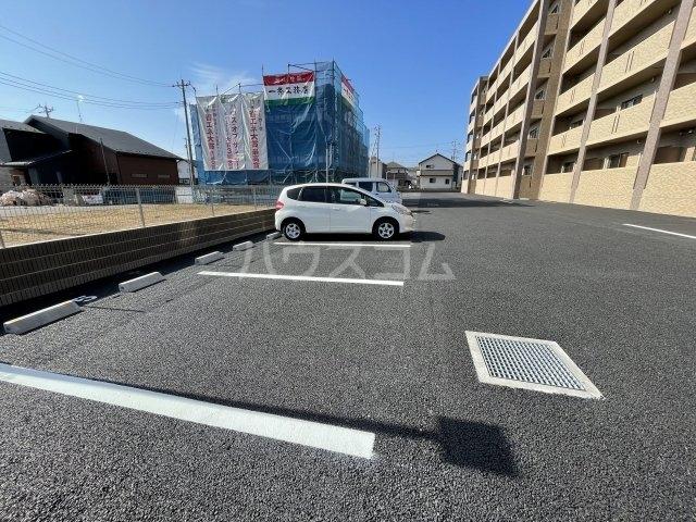 アーバンレジデンス 407号室の駐車場
