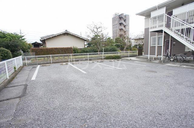 グリーンシティⅡ 01010号室の駐車場