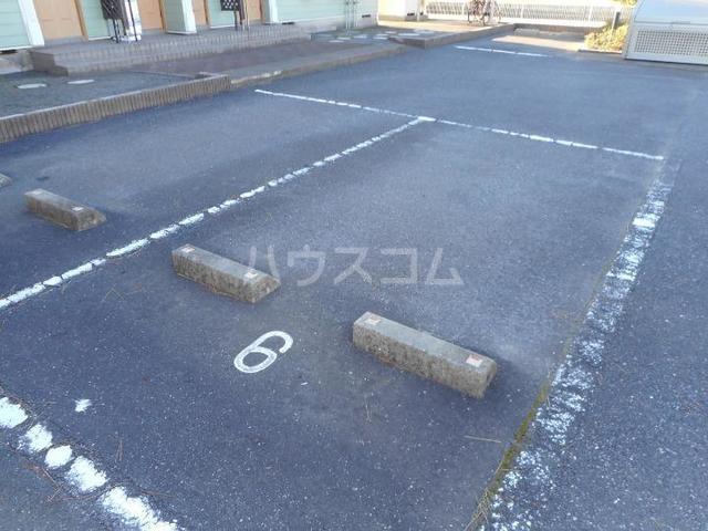 フォンテーヌ・Ⅱ 01010号室の駐車場