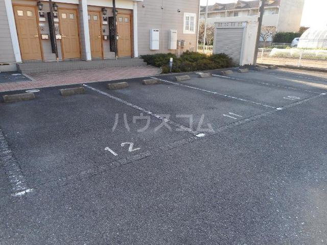 ピースフル2000 Ⅰ 02010号室の駐車場
