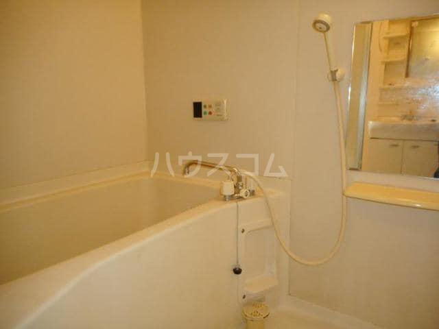 ピースフル2000 Ⅰ 02010号室の風呂