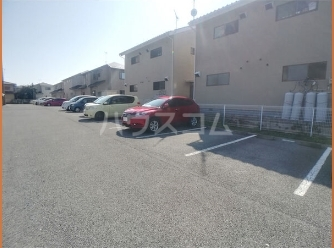 フローラ大塚壱番館 102号室の駐車場