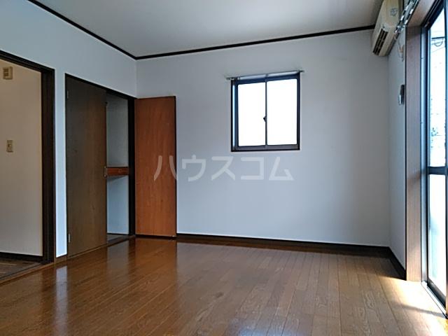 グランドールA 201号室のリビング
