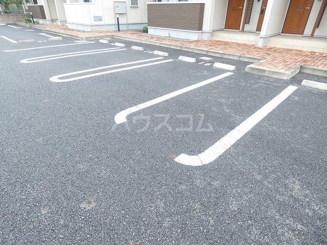 シャルロットⅢ 02030号室の駐車場