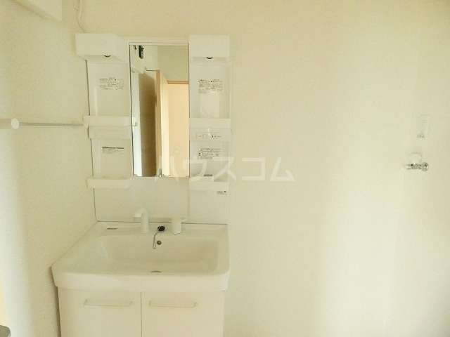 シャルロットⅢ 02030号室の洗面所