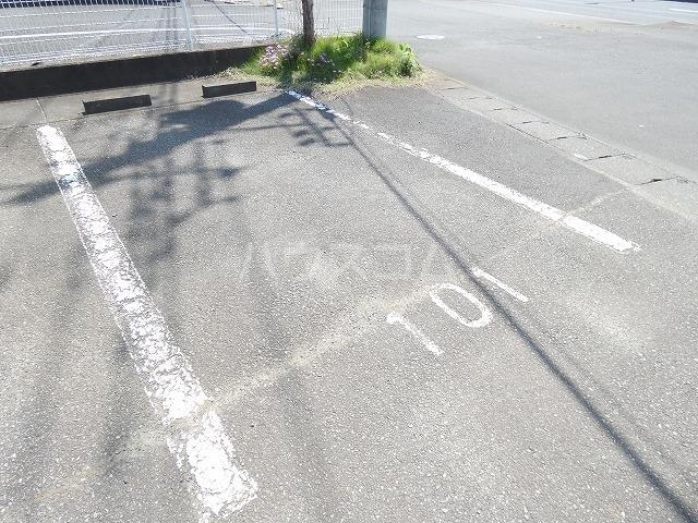 メモリーヒルズ 02010号室の駐車場