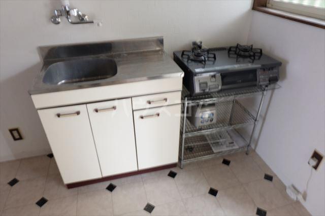 ユリーズプラザ 103号室のキッチン
