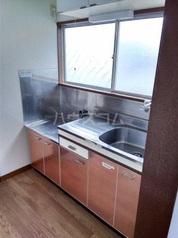 第五みどり荘 201号室のキッチン