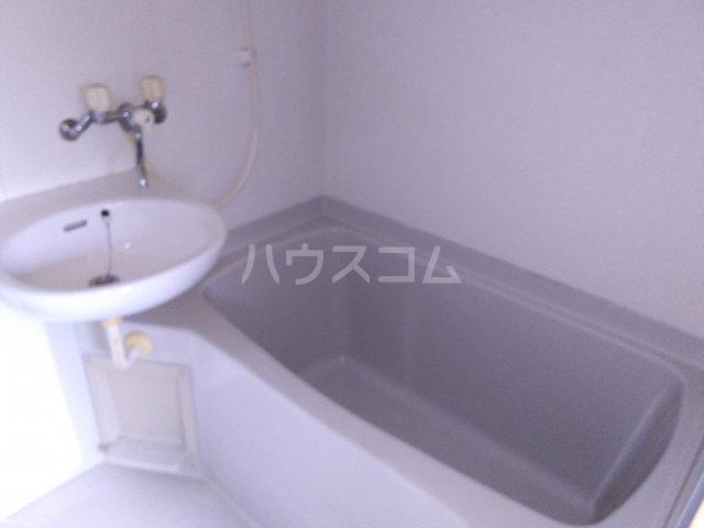 第五みどり荘 201号室の風呂