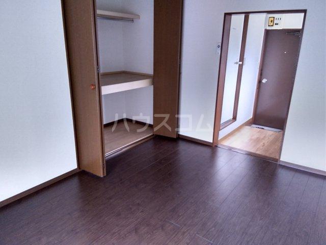 第五みどり荘 201号室の居室