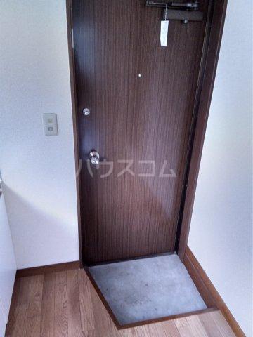 第五みどり荘 205号室の玄関