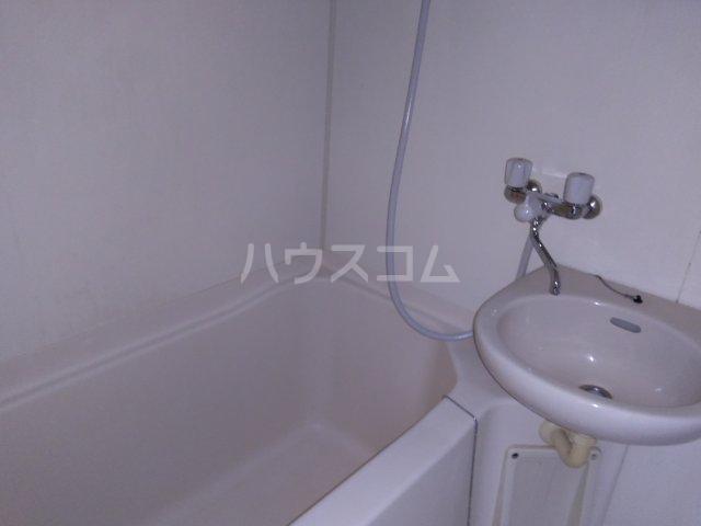 第五みどり荘 205号室の風呂