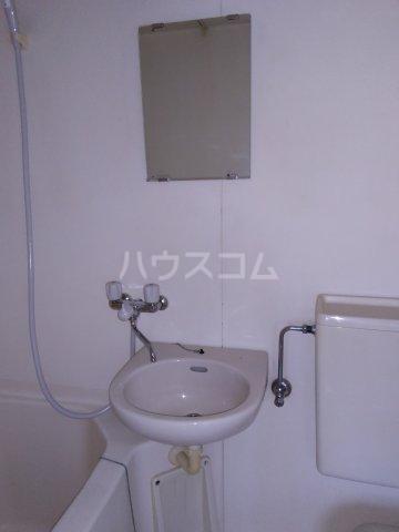 第五みどり荘 205号室の洗面所