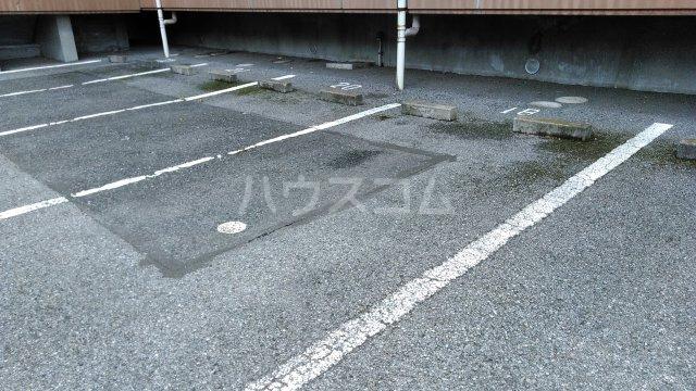 ラ・セゾン富士 201号室の駐車場