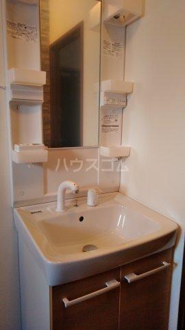 ラ・セゾン富士 201号室の洗面所