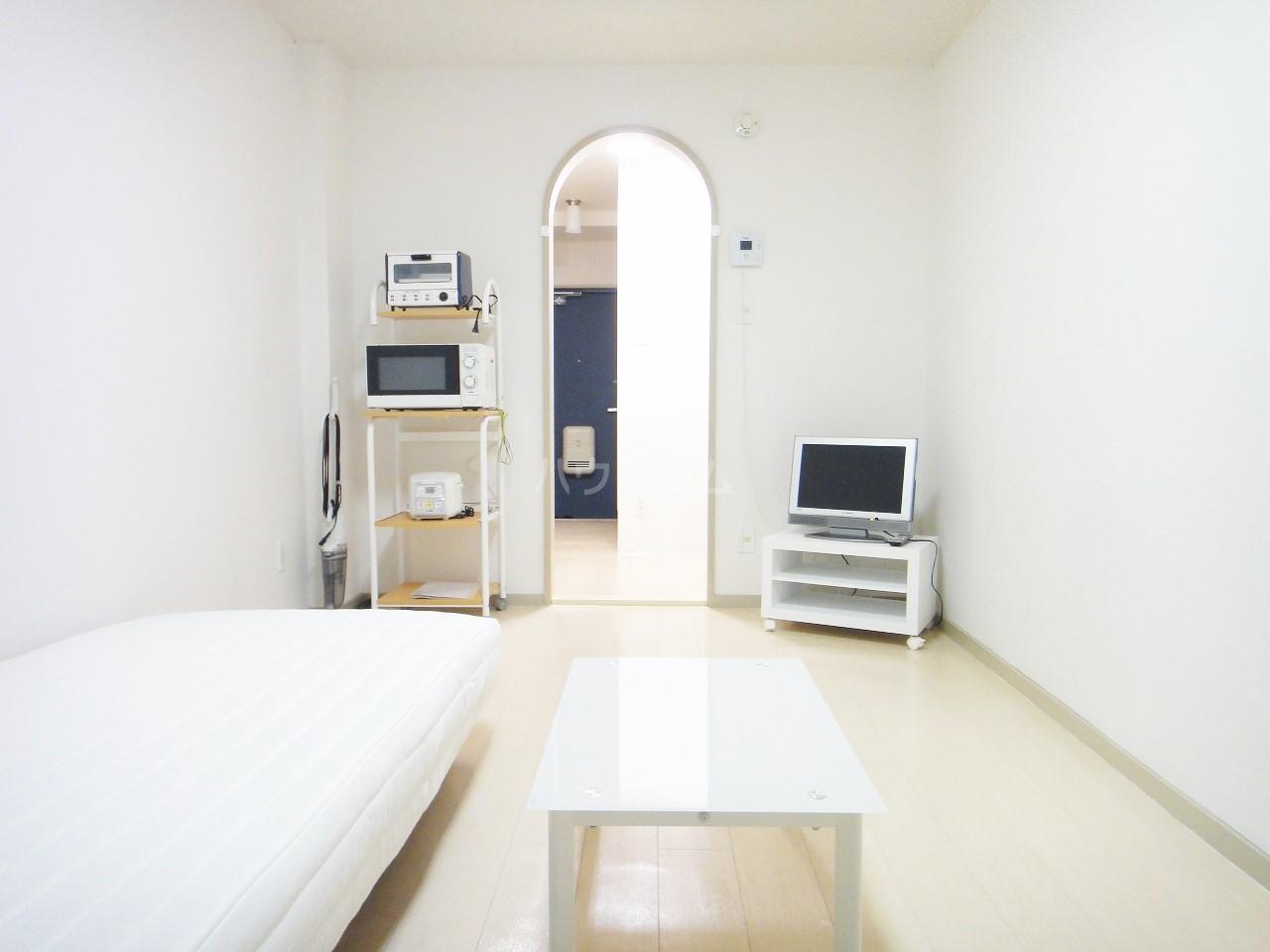 ウイングフィールズ 302号室のリビング