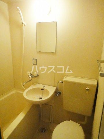 ウイングフィールズ 302号室の洗面所