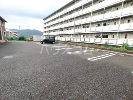 愛宕の杜 D 101号室の駐車場