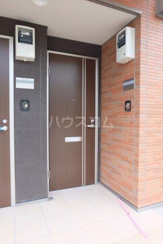 Riverain Ⅲ(リバレイン) 105号室の玄関